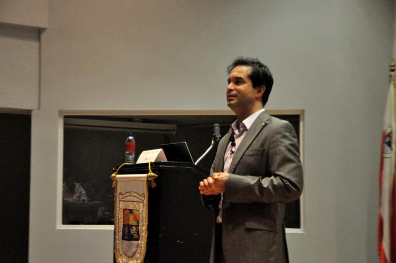 Gabriel Calzada, rector, se reunión con los nuevos estudiantes de la FCE en el Auditorium Milton Friedman.