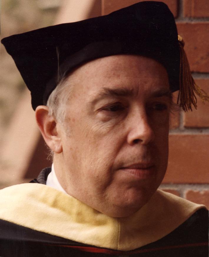 Stanton Evans recibió un doctorado h.c. por la UFM en 1987.