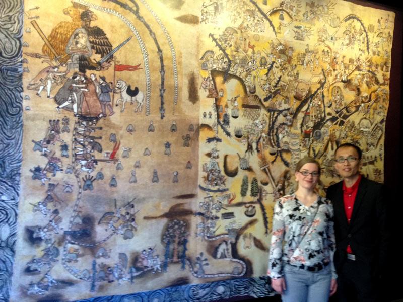 Kathrin y Justin Lee, en la exhibición del Lienzo de Quaunquechollan.