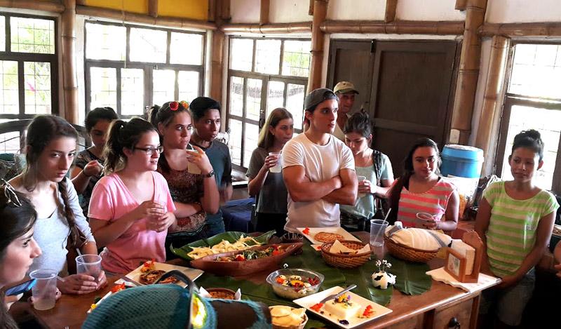 Estudiantes de Gastronomía, en la UFM, visitaron el Rancho Figueras.