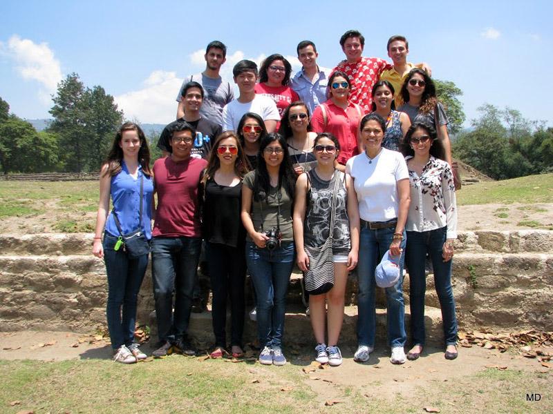 Estudiantes de Ética de la libertad, en Iximché.