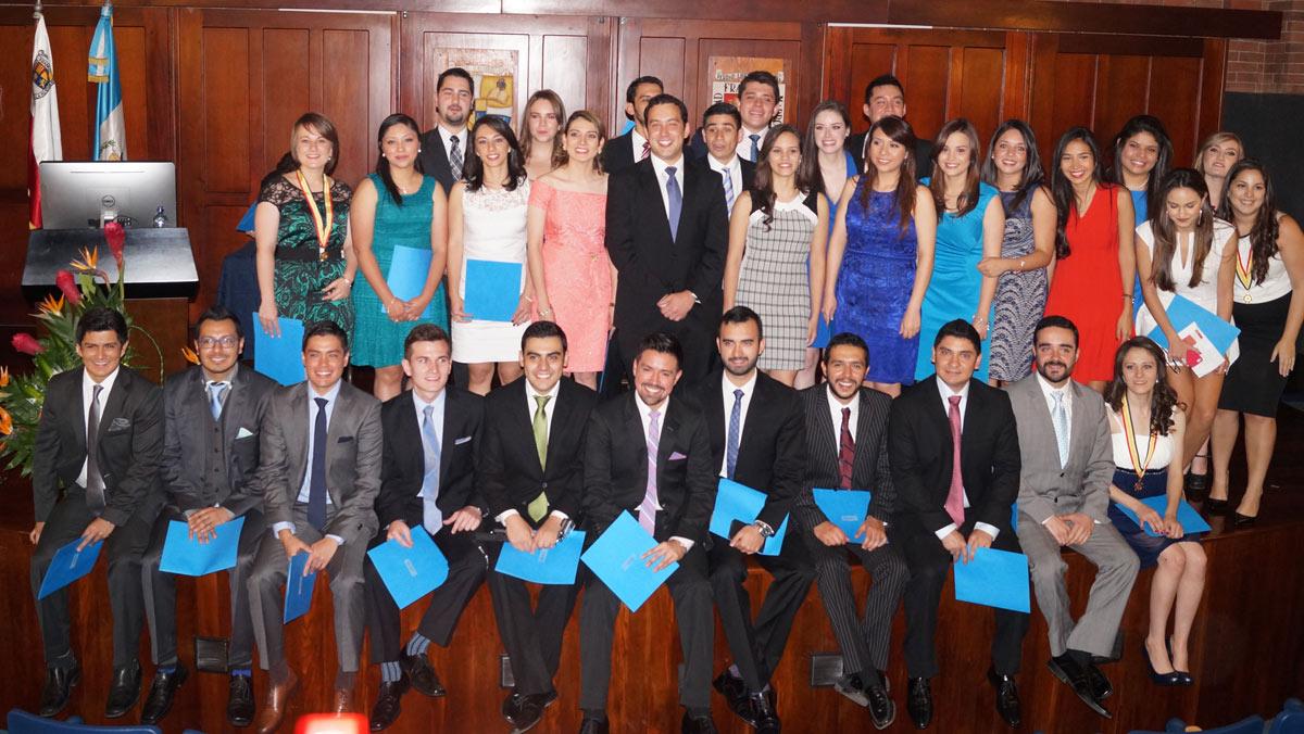 Vista de los graduandos que fueron juramentados en la Facultad de Medicina de la UFM. (Foto por Facultad de Medicina)