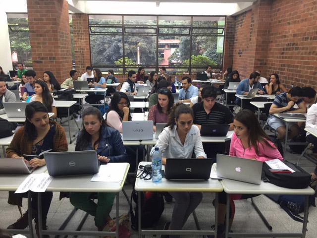 Vista de la actividad de propiedad intelectual entre estudiantes de la UFM y la URL.