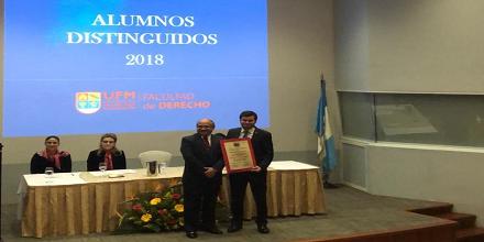 Derecho reconoció a estudiantes destacados durante 2018
