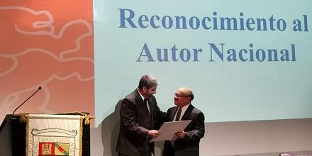 Roberto Ardón recibió Reconocimiento al Autor Nacional de la Facultad de Derecho