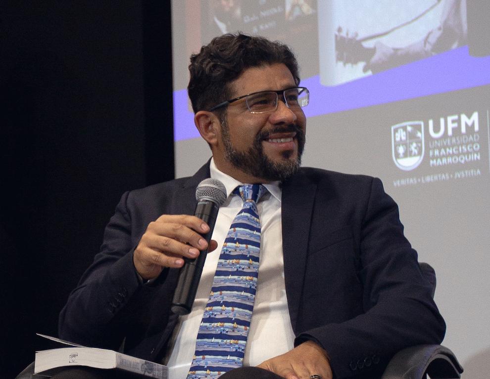 Ronald Flores dirige Departamento de Educación