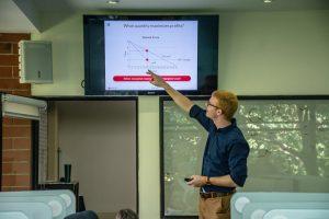 Nathanel Berger durante la Semana de Economía experimental